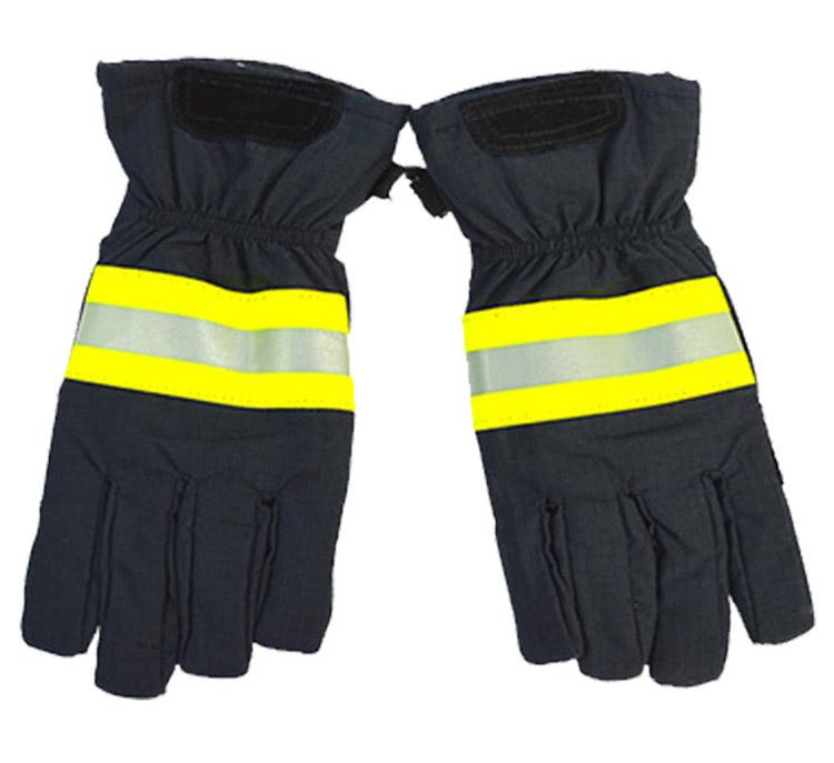 消防员灭火必威app下载苹果betway888555隔热betway888555