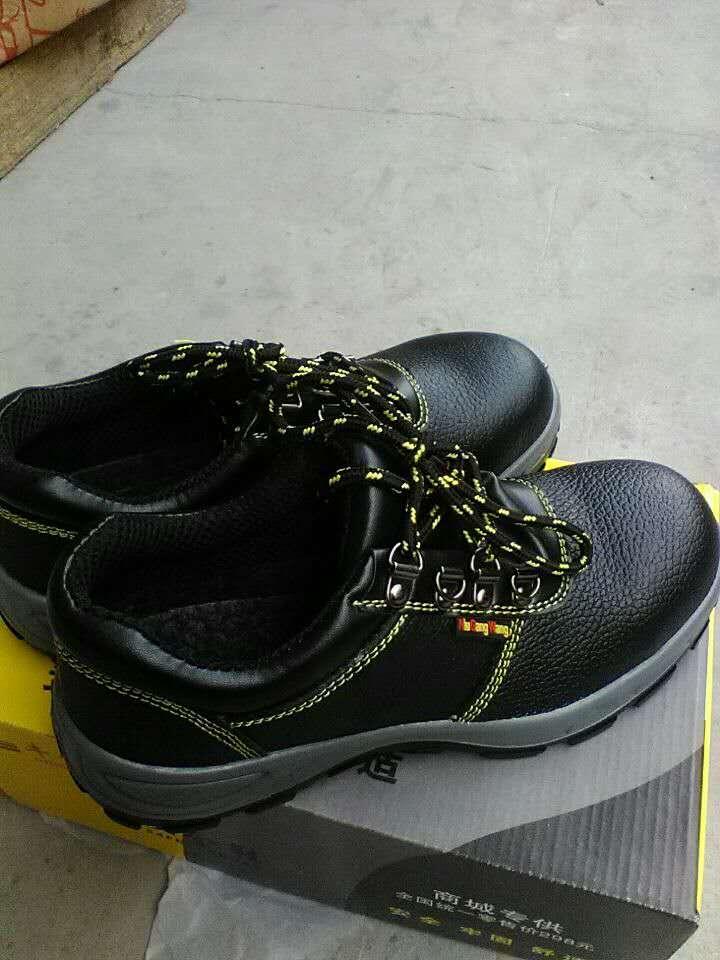 黑钢头皮鞋